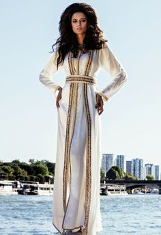 87f936df25ae5 Walk through Paris - Bord de Seine - Caftan  FatnaFarkh - Photo    EricOuaknine