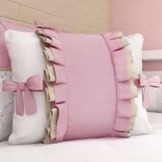 Almofada Laços Alice Rosa | Grão de Gente Cute Pillows, Baby Pillows, Sofa Pillows, Decorative Throw Pillows, Ruffle Pillow, Flower Pillow, Sequin Pillow, Designer Bed Sheets, Designer Pillow