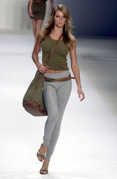 Look Fashion, Runway Fashion, Fashion Models, High Fashion, Fashion Outfits, Womens Fashion, Fashion Trends, Gisele Bundchen Style, Perros Yorkshire Terrier
