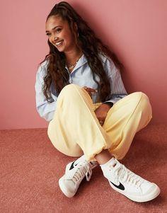 Nike Blazers Outfit, Blazer Outfits For Women, Vintage Stil, Style Vintage, Asos, Textiles, Nike Logo, Nike Air Force 1, Nike Running