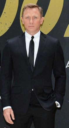 Daniel Craig wore a TOM FORD black 2 piece notch lapel O'conner suit, white shirt and black silk tie