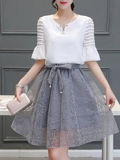 Light Gray Two Piece Floral Frill Sleeve Elegant Dress online. Hijab Fashion, Girl Fashion, Fashion Dresses, Fashion Design, Style Fashion, Fashion Trends, Elegant Dresses, Casual Dresses, Daily Dress