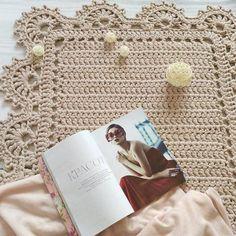 """981 Likes, 57 Comments - Вязание как искусство (@by0li) on Instagram: """"А вот так я вяжу свои ковры Без схем, прям на полу! а прибавки делаю там, где они требуются, как…"""""""