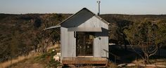http://blog.is-arquitectura.es/2011/11/23/porch-house-casas-prefabricadas-ecologicas-revestidas-chapa-corrugada/