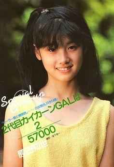 原田知世もセーラー服と機関銃(ドラマ版)やってます。角川三姉妹ですからねー。 Showa Period, Movie Magazine, Pop Idol, Japan Girl, Ol Days, Long Time Ago, Beauty Women, My Girl, Movie Tv