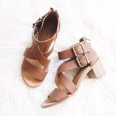 Sometimes I prefer a low chunky heel over a thin high one! My feet and back need a break sometimes  #sotd #mystyle