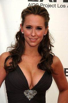 Jennifer Love Hewittd cup breasts