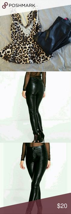 Petite Faux Leather Pants All black faux leather pants. Super cute paired with a top and statement necklace. Perfect for a winter night out or concert! Boohoo Pants Skinny
