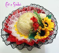 Chapéu de Quadrilha  para Festa Junina de meninas.  Chapéu com rendas coloridos costuradas, cianinha e blores bordadas.  obs: O chapéu é preso com arco.
