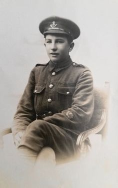WW-I-British-RPPC-A-Machine-Gunner-of-the-Ox-and-Buck-Light-Infantry-in-Oxford