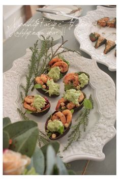 Avocado salad with shrimp - www.athome.me