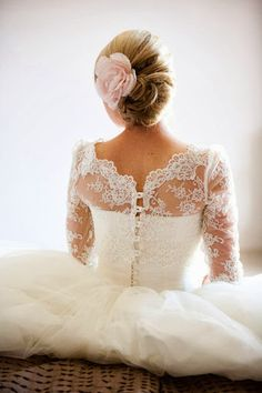 Lacy dress, love the top of this!!! I want the top half of my dress tone like this