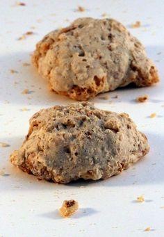 I brutti ma buoni sono dei deliziosi biscotti, perfetti da servire con il caffè, semplici da realizzare, ottimi nel caso di albumi avanzati, poiché sono una valida alternativa alle classiche meringhe http://blog.giallozafferano.it/semplicementedolci/brutti-ma-buoni/