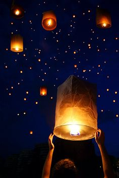 Attend a lantern festival Galaxy Wallpaper, Screen Wallpaper, Wallpaper Backgrounds, Iphone Wallpaper, Floating Lanterns, Sky Lanterns, Lantern Festival, Pretty Wallpapers, Belle Photo