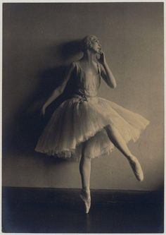 Felia Doubrovska photographed by Madmae Yevonde, 1928. Doubrovska and her husband, Pierre Vladimirov later taught at the School of American Ballet, New York.