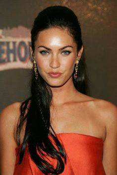 Check out these 14 images of Sexiest Megan Fox Hairstyles (We Have hair Envy & Need A Blowout ASAP! Find more images in brunette hairstyles,layered haircuts,long hairstyles. Megan Fox Sexy, Megan Denise Fox, Megan Fox Young, Megan Fox 2007, Non Blondes, Winter Typ, Winter Night, Veronica Lake, Natural Wedding Makeup