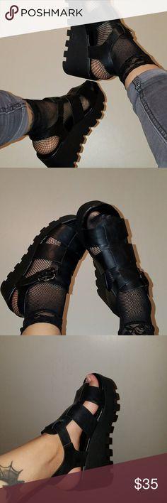 dd28879d795 Chunky Platform 90 s style Sandals