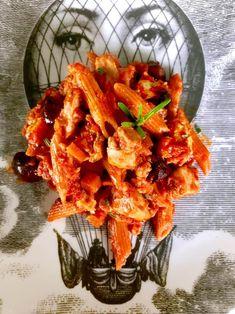 πένες από κόκκινες φακές με κοτόπουλο και ελιές | Pandespani Penne, Shrimp, Meat, Food, Essen, Meals, Yemek, Pens, Eten