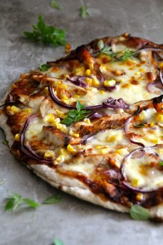 Kyllingpizza med BBQ-saus og mais – Food On the Table – Oppskrifters White Pizza Recipes, Cheesy Recipes, Italian Recipes, Dinner Recipes, Good Food, Yummy Food, Good Pizza, Food Photo, Vegetable Pizza