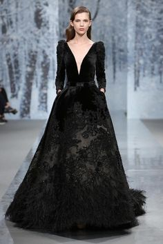 Ziad Nakad Haute Couture FW – The Snow Crystal Forest MaySociety — Ziad Nakad Haute. Haute Couture Dresses, Couture Mode, Style Couture, Couture Fashion, Runway Fashion, Vestidos Fashion, Fashion Dresses, Beautiful Gowns, Beautiful Outfits