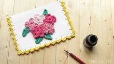 Celebrate moms with this easy crochet card