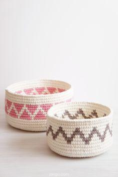 Geometric crochet baskets / Crochet triangles and chevron / Sturdy Crochet baskets / jakigu.com