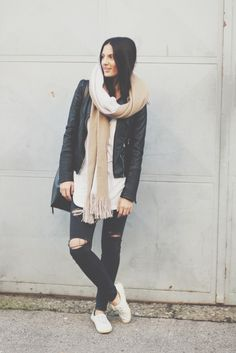 {looks} big.scarf. Neue Outfits, Scarfs, Jeans, What To Wear, Bomber Jacket, My Style, Blog, Jackets, Beautiful