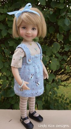 Ravelry: motif Pinafore Jumper Little Darling par Cindy Rice Designs Crochet Doll Clothes, Knitted Dolls, Girl Doll Clothes, Girl Dolls, Dolls Dolls, Crochet Girls, Crochet Baby, Knitted Baby, Crochet Toys