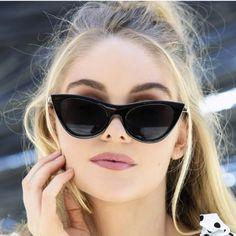 Lentes de moda para mujeres de 30 años o mas 2019 – Hoy aprenderás los m… – Fashion Trends 2020 Modadiaria 每日时尚趋势 2020 时尚 Womens Fashion Online, Latest Fashion For Women, Cat Eye Sunglasses, Sunglasses Women, Trending Sunglasses, Vintage Sunglasses, Black Sunglasses, Cat Eye Colors, Lunette Style