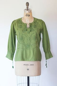 YESTERDAY blouse Vintage 1970s green embroidered by GoldBanana