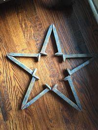 RAILROAD TIE ART - Google Search Welding Ideas, Welding Crafts, Metal Crafts, Welding Projects, Diy Welding, Welded Art, Welded Metal Projects, Horseshoes, Railroad Spikes Crafts