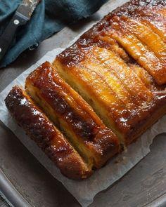 Red Velvet Cheesecake Brownies - Pretty. Simple. Sweet. Banana Upside Down Cake, Cake Recipes, Dessert Recipes, Bread Recipes, Baking Recipes, Delicious Desserts, Sour Cream Cake, Rum Cake, Dessert Bread