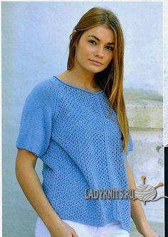 Вязаная спицами летняя блуза с простым ажурным узором