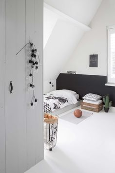 Loving that cactus. loving that cactus deco chambre Home Bedroom, Kids Bedroom, Ladies Bedroom, Jungle Bedroom, Bedrooms, Home Decoracion, Gravity Home, Teenage Room, Kids Room Design