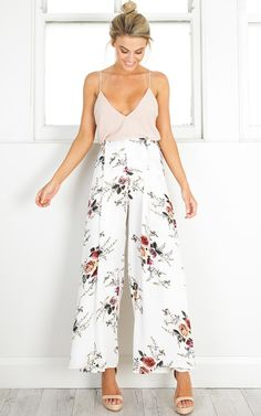 Showpo Isnt She Lovely pants in white floral - 6 (XS) Pants & Leggings Floral Pants Outfit, White Pants Outfit, Cute Summer Outfits, Outfits For Teens, Spring Outfits, Cute Outfits, Casual Outfits, Fashion Outfits, Outfits
