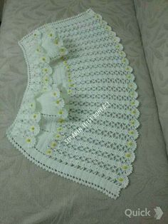 HUZUR SOKAĞI (Yaşamaya Değer H | Crochet Designs, Baby Girl Crochet, Crochet Baby Clothes, Crochet For Kids, Baby Vest, Baby Cardigan, Crochet Lace, Crochet Stitches, Baby Knitting Patterns