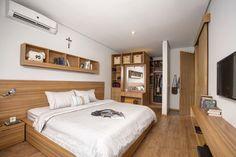Walk-in closet, desk combo - Istakagrha / RAW Architecture