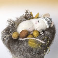 needle felted animal/ Needle felted mouse/ felt mouse/cute mouse/wool mouse/mouse in a nest/ gift for her/sleeping mouse/mouse decoration Needle Felted Animals, Felt Animals, Needle Felting, Felt Mouse, Cute Mouse, Meet The Artist, Felt Art, Lovers Art, Gifts For Her