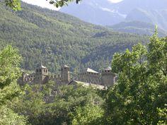 Castello di Fenis Val d'Aosta - Photo by Luisella Rosa  http://unpiccologiardino.blogspot.it/