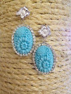 ORECCHINI argentati con cabochon floreale in resina turchese e giro di strass crystal e perno a forma di fiore