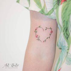 New flowers tattoo small heart Ideas Mom Tattoos, Wrist Tattoos, Flower Tattoos, Small Tattoos, Tattoos For Women Small Meaningful, Best Tattoos For Women, Pretty Tattoos, Beautiful Tattoos, Tattoo Feminina