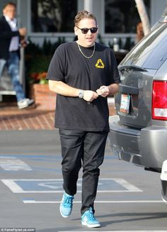 Slimmed down star: Jonah Hill seemed to look slimmer than ever on Monday in West Hollywood, as he went on a clothes run to Fred Segal Business Casual Men, Men Casual, Celebrity Style Inspiration, Celeb Style, Cozy Fashion, Mens Fashion, Jonah Hill, Men Closet, How To Slim Down
