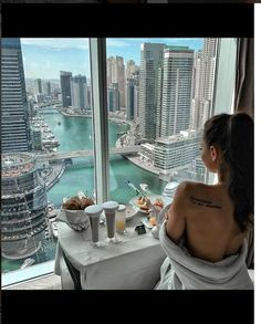 Regram via luxury living, dream life, lifestyle news, rich lifestyl Boujee Lifestyle, Luxury Lifestyle Fashion, Luxury Fashion, In Dubai, Dubai City, Fille Gangsta, Poses Photo, Luxury Girl, Rich Girl