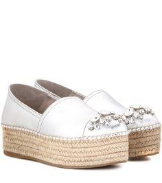 080fcc78aaf05 Miu Miu - Espadrille-Sneakers aus Metallic-Leder - Das italienische  Luxuslabel Miu Miu vereint in seinem jüngsten Statement-Schuh den  sommerlichen Appeal ...