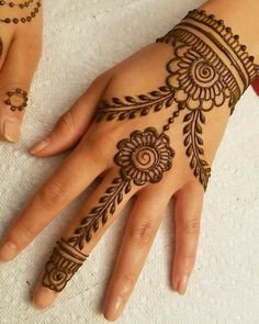 Mehndi henna designs are always searchable by Pakistani women and girls. Women, girls and also kids apply henna on their hands, feet and also on neck to look more gorgeous and traditional. Henna Tattoo Designs Simple, Finger Henna Designs, Henna Art Designs, Mehndi Designs For Girls, Mehndi Designs For Beginners, Mehndi Design Photos, Beautiful Henna Designs, Latest Mehndi Designs, Tattoo Simple