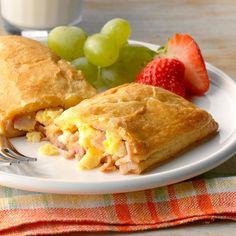 Air-Fryer Ham and Egg Pockets Savory Breakfast, Breakfast Recipes, Breakfast Ideas, Brunch Recipes, Breakfast Quiche, Breakfast Sandwiches, Breakfast Burritos, Dinner Recipes, Cheese Pockets Recipe