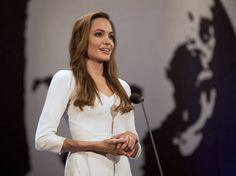 Angelina Jolie completa 40 anos com beleza e talento no cinema - Cultura - Estadão