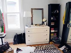 how fun is this spare bedroom turned into a dressing room?!