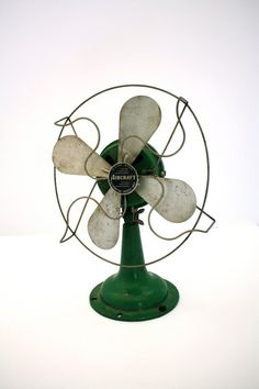 Vintage INDUSTRIAL Green Aircraft Table Fan (Would love this for the apartment)