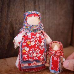 Купить или заказать Народные куколки 'Мама с деткой' в интернет-магазине на Ярмарке Мастеров. Народные миниатюрные куколки для девочки 5 лет:) Высота куколок 5 и 10…